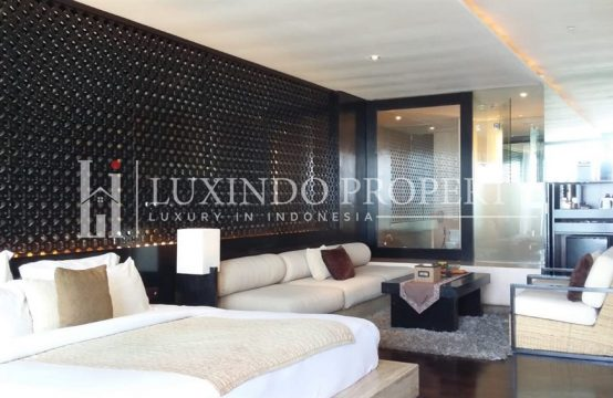 SEMINYAK – FOR SALE A FREEHOLD APARTMENT WITH PERFECT SEA VIEW (FHV078)
