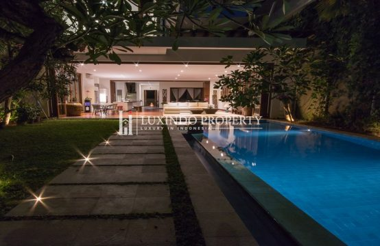 KUTA – THE MOST PRESTIGIOUS LOCATION BEACH FRONT VILLA (FHV042)