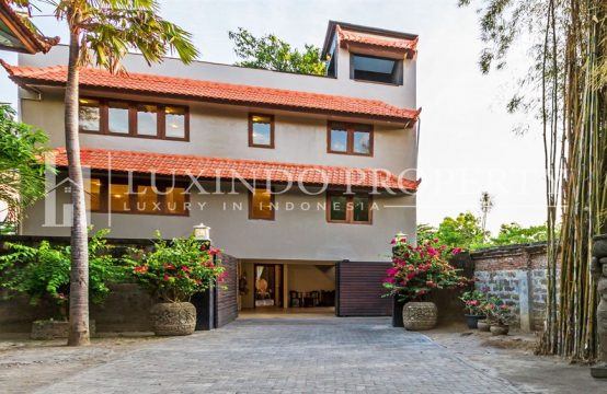 KUTA – CHARMING 4 BEDROOM VILLA WITH BONUS DEVELOPMENT FOR FREEHOLD SALE NEAR AIRPORT (FHV133)