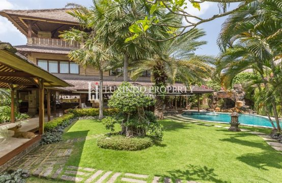 SEMINYAK – TRADITIONAL BALI VILLA WALK TO THE BEACH (FHV138)