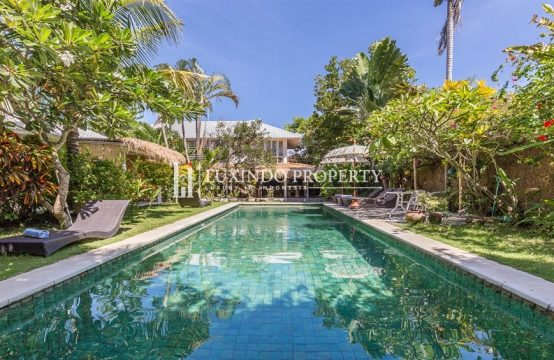 SEMINYAK – SPACIOUS 4 BEDROOM VILLA FOR SALE IN THE CENTER OF SEMINYAK BALI (LHV174)