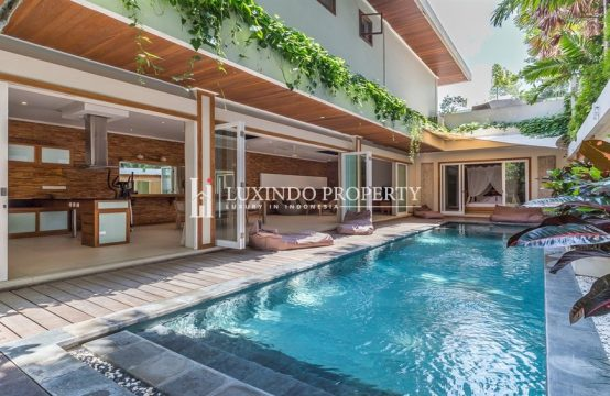 UMALAS – STUNNING 3 BEDROOM VILLA WITH LUXURIOUS WOODEN DESIGN (LHV185)