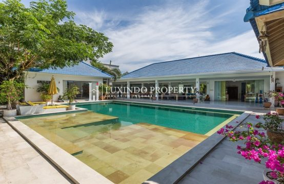 SEMINYAK – MODERN BALINESE VILLA FOR LEASEHOLD IN THE CENTER OF SEMINYAK (LHV193)