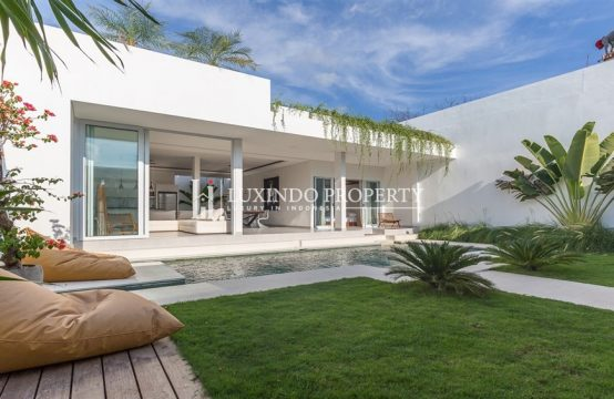 CANGGU – ELEGANT 3 BEDROOM VILLA WITH BEAUTIFUL WHITE TOUCHES (LHV201)