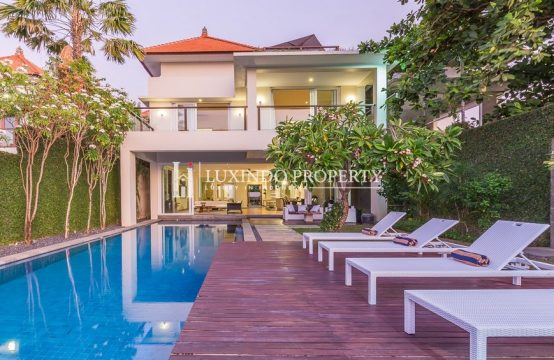 KUTA – THE MOST PRESTIGIOUS LOCATION BEACH FRONT VILLA (FHV155)