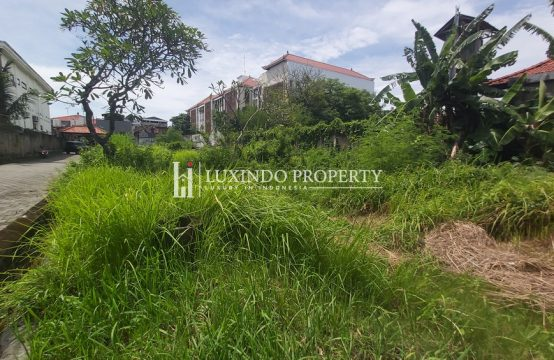 KUTA – 358 M2 PLOT IN A PRIVATE COMPLEX (FHL205)