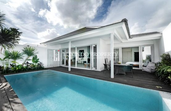 KEROBOKAN – CONTEMPORARY DESIGNED THREE BEDROOM VILLA FOR LEASEHOLD SALE (LHV237)