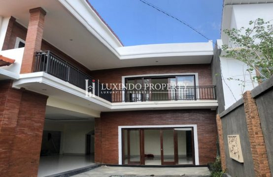 BERAWA – NEWLY BUILT 3 BED ROOM MODERN BALINESE VILLA FOR YEARLY RENTAL (RV211)