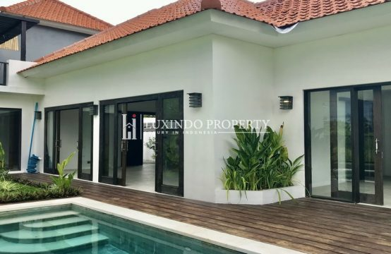 CANGGU- LEASEHOLD VILLA WITH 180 DEGREES GREENFIELD VIEW CLOSE TO CANGGU AND SEMINYAK (LHV305)